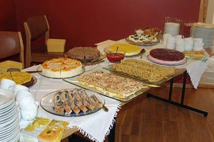 Nydelege kaker - som alltid på Huglo. Frå ein tidlegare kafé