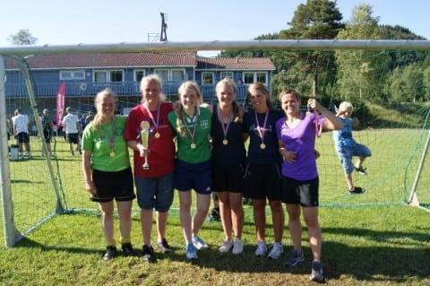 Endeleg gjekk HSD til topps på tysnescupen. Ina, Kari, Hilde, Janne, Angunn og Monica (+ Anita)