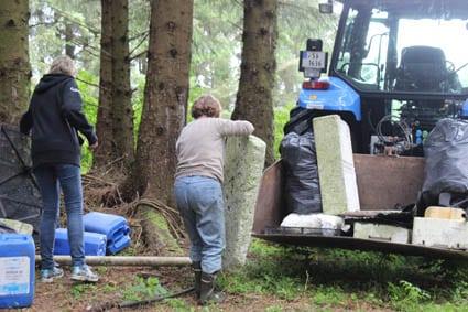 Eline kom med traktor
