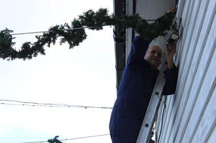 Førebuinga til jula er starta, og det første lyset tend