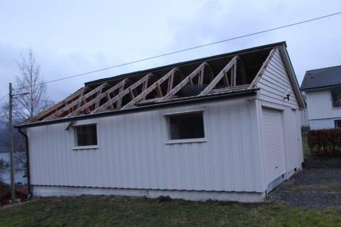 Victoria sin garasje måtte gje frå seg halve taket